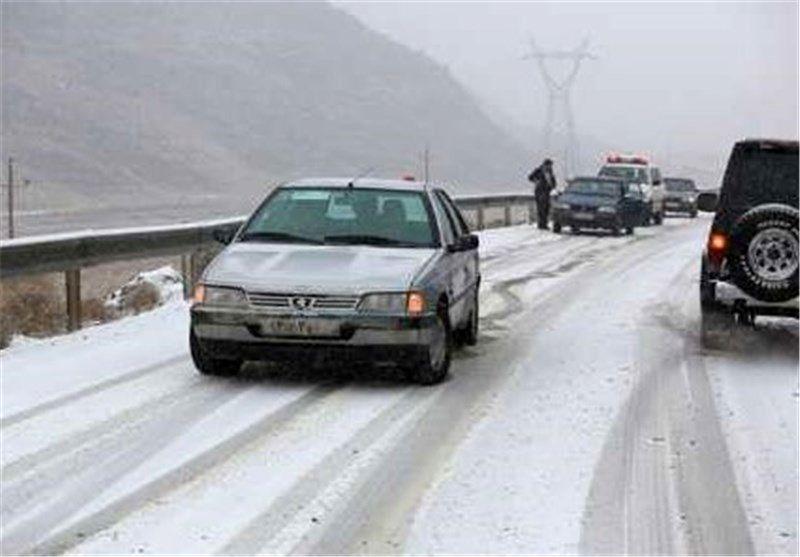 بارش برف در محورهای مواصلاتی استان اصفهان