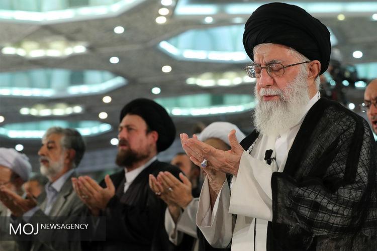 اقامه نماز ظهر و عصر به امامت رهبر معظم انقلاب در ماه مبارک رمضان