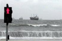 باد مانع تردد شناورها از بندرعباس به قشم شد