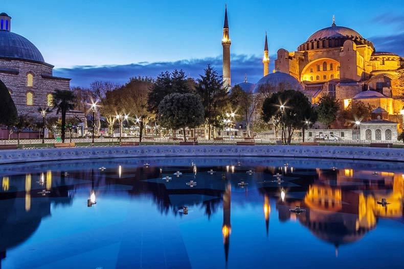 دوران بحران گردشگری ترکیه رو به پایان است/تاثیر کاهش لیر بر افزایش گردشگری خارجی
