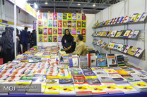 نمایشگاه کتاب دهه کرامت در ابرکوه راه اندازی شد