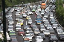 ترافیک در آزادراه تهران-کرج نیمه سنگین است/بارش باران در استان خراسان رضوی