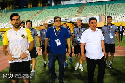 دیدار تیم های فوتبال سپاهان اصفهان و صنعت نفت آبادان
