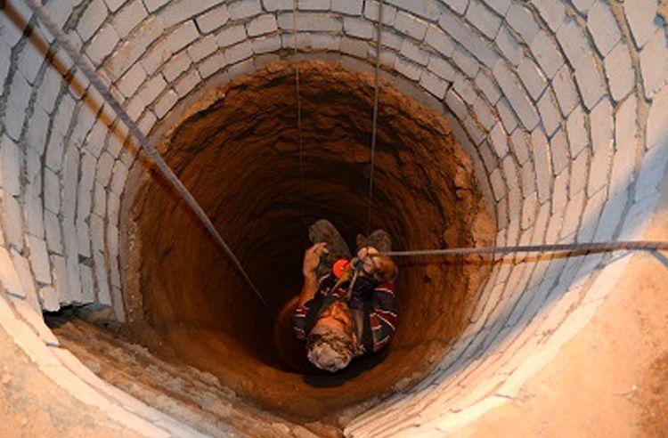 سقوط شهروند اصفهانی در چاه آب 30 متری