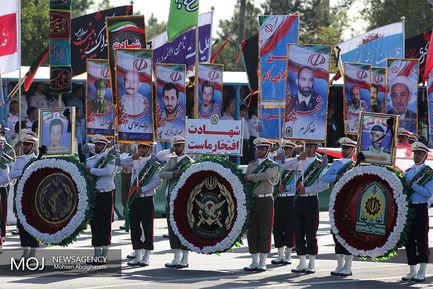 رژه یگان های نمونه نیروهای مسلح در تهران