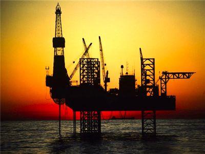 اسپانیا و یونان دو کشور در آستانه توقف واردات نفت ایران/ افزایش تولید نفت شل با افزایش قیمت نفت به 100 دلار