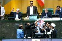 مردم از رفتار مسئولین سه قوه گلهمند هستند/مجلس وظیفه سنگین تری از آتش زدن پرچم دارد