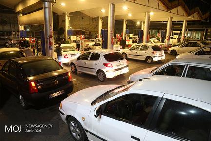 صف طولانی پمپ بنزین پس از وقوع زلزله ۵.۲ ریشتری تهران