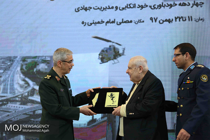 بازدید سفیران و وابستگان نظامی از نمایشگاه دستاوردهای دفاعی
