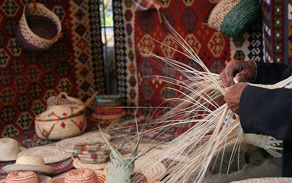 بیمه هنرمندان روستایی سبب ایجاد انگیزه برای تولید ملی می شود