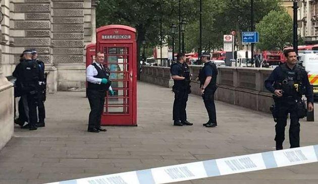 """بازداشت """"تروریست"""" مسلح نزدیک پارلمان انگلیس"""