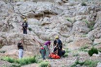 نجات یک بانوی آسیب دیده از ارتفاعات کوه صفه توسط آتش نشانان
