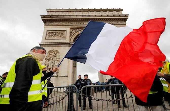 معترضان فرانسوی در سالگرد اعتراضات فرانسه به خیابان ها ریختند