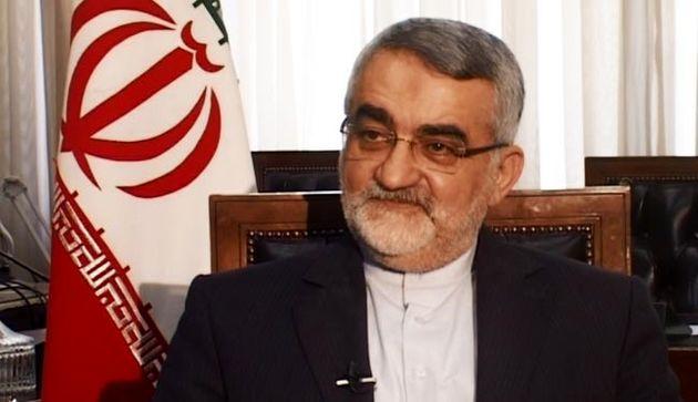 دسترسی احمدینژاد به پروندههای وزارت اطلاعات قبلا هم مطرح شده بود