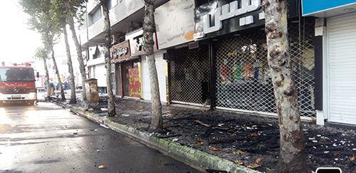 مصدومیت دو تن از آتش نشانان در جریان آتش سوزی خیابان شهید مطهری رشت