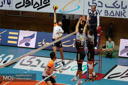 دیدار تیم های والیبال بانک سرمایه و سایپا تهران