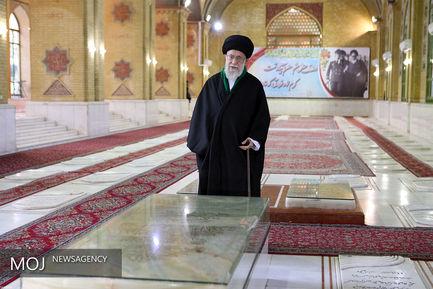حضور مقام معظم رهبری در مرقد مطهر امام راحل