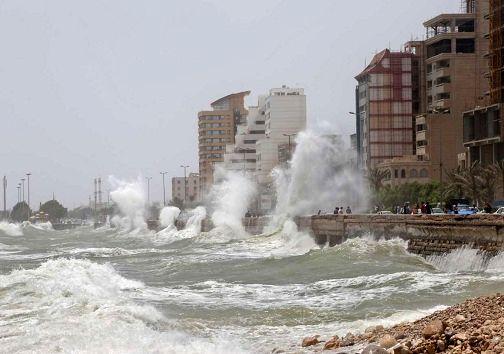 به علت وزش باد شدید شناورها از تردد خودداری کنند