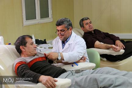 خون دادن اقشار مختلف مردم سنندج در اعیاد شعبانیه