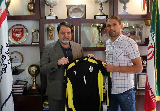 رحمان احمدی قراردادش با پیکان را تمدید کرد