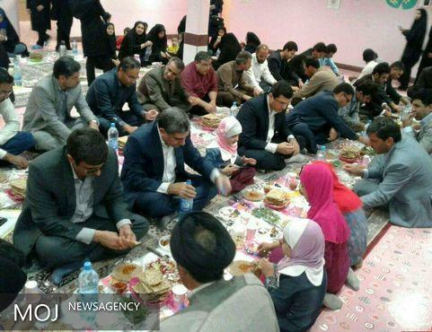 ماه رمضان و عکس های سلفی مسئولان با فقرا؛ تصاویر ایتام کف خیابان ها!