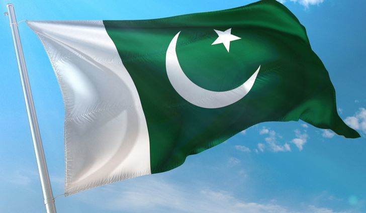 2 Pakistani soldiers killed in clashes with terrorists