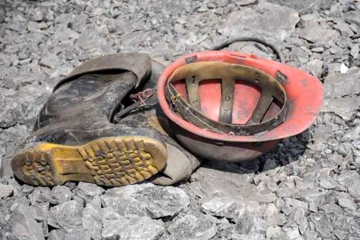 ریزش معدن در گیلانغرب یک کشته و 6 زخمی برجای گذاشت
