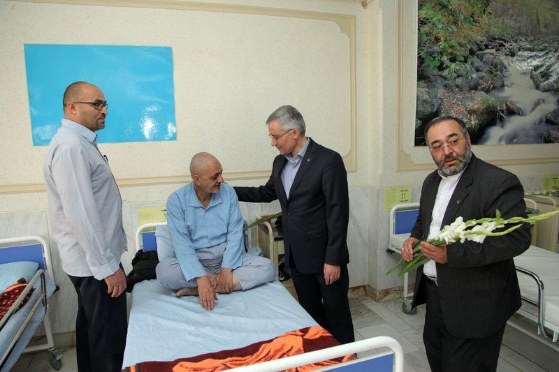 دیدار مدیرعامل ذوب آهن با جانبازان سرافراز بیمارستان شهید رجایی