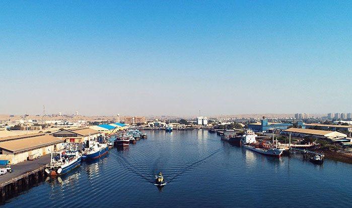 لایروبی کانال ورودی بندر شهید باهنر بندرعباس آغاز شد