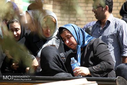 تشییع پیکر جان باختگان حادثه اتوبوس سنندج