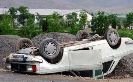 5 مصدوم در اثر واژگونی خودرو پیکان در محور بویین میاندشت