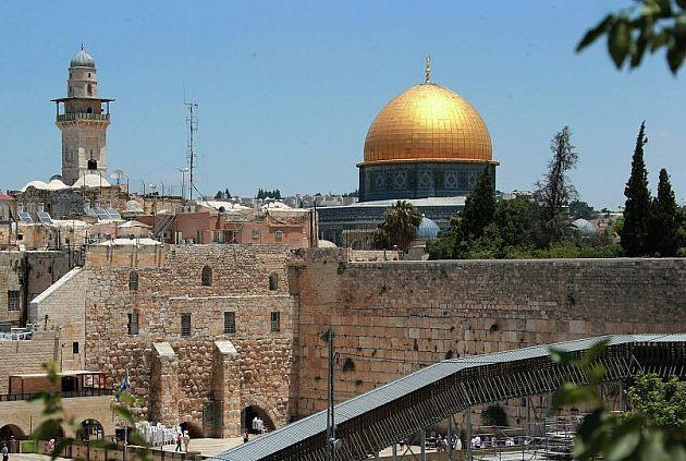 مقاوت و انتفاضه تنها راه مبارزه با فتنه های آمریکاست /  قدس پایتخت همیشگی فلسطین بوده و است