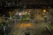 Thousands protest against Netanyahu in Tel Aviv