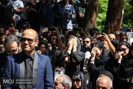 تشییع پیکر بهنام صفوی در اصفهان