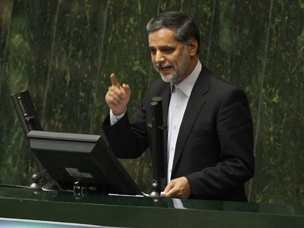 طرح هر نوع میانجی گری میان ایران و آمریکا موجب ضعف ما می شود