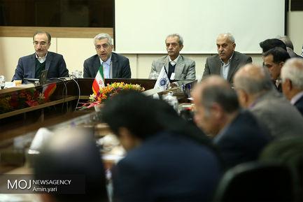 صبحانه کاری وزیر نیرو با اعضای اتاق بازرگانی ایران