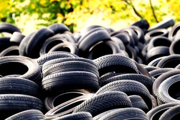 کشف 76 حلقه لاستیک احتکار شده در تیران و کرون / دستگیری یک نفر توسط نیروی انتظامی