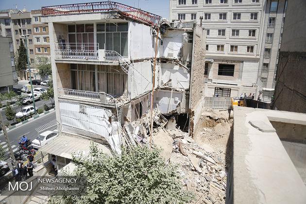 نجات 40 تن از ریزش ساختمان 4 طبقه در گیشا/نجات زن گرفتار شدن  در زیر آوار