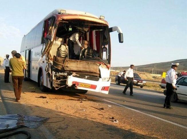 3 کشته و 5 مصدوم در تصادف اتوبوس مسافربری با کامیون در محور بروجن
