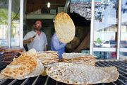 کاهش سهمیه آرد نانوایان متخلف در استان اردبیل