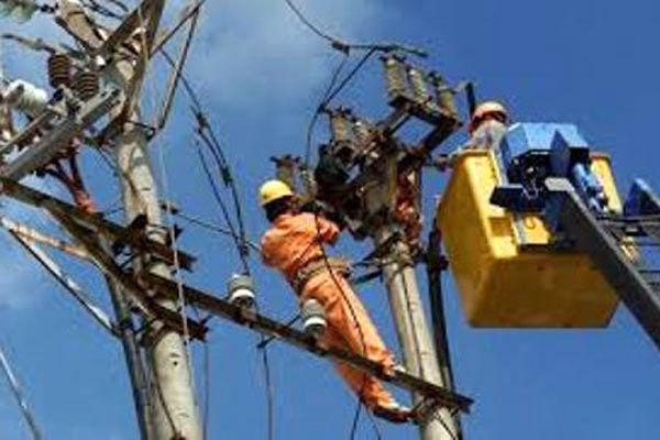 سیم بان برق در اهواز حین عملیات جان باخت
