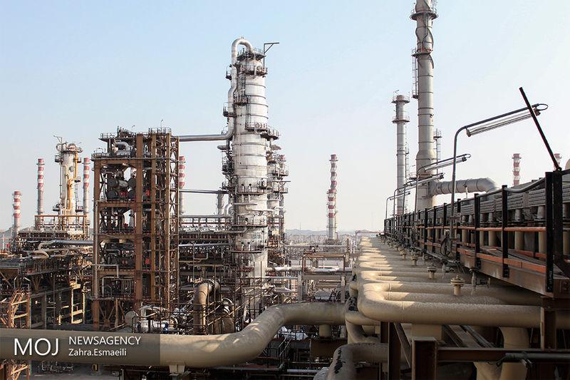 قیمت نفت در سراشیبی سقوط به زیر ۶۱ دلار