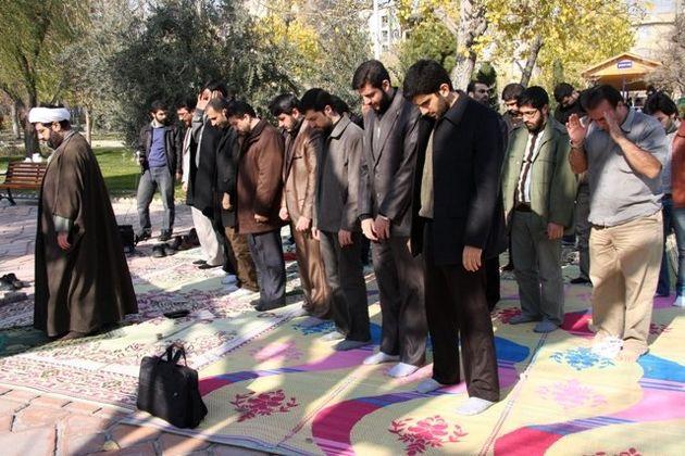 برپایی نمازجماعت در 18 بوستان قم