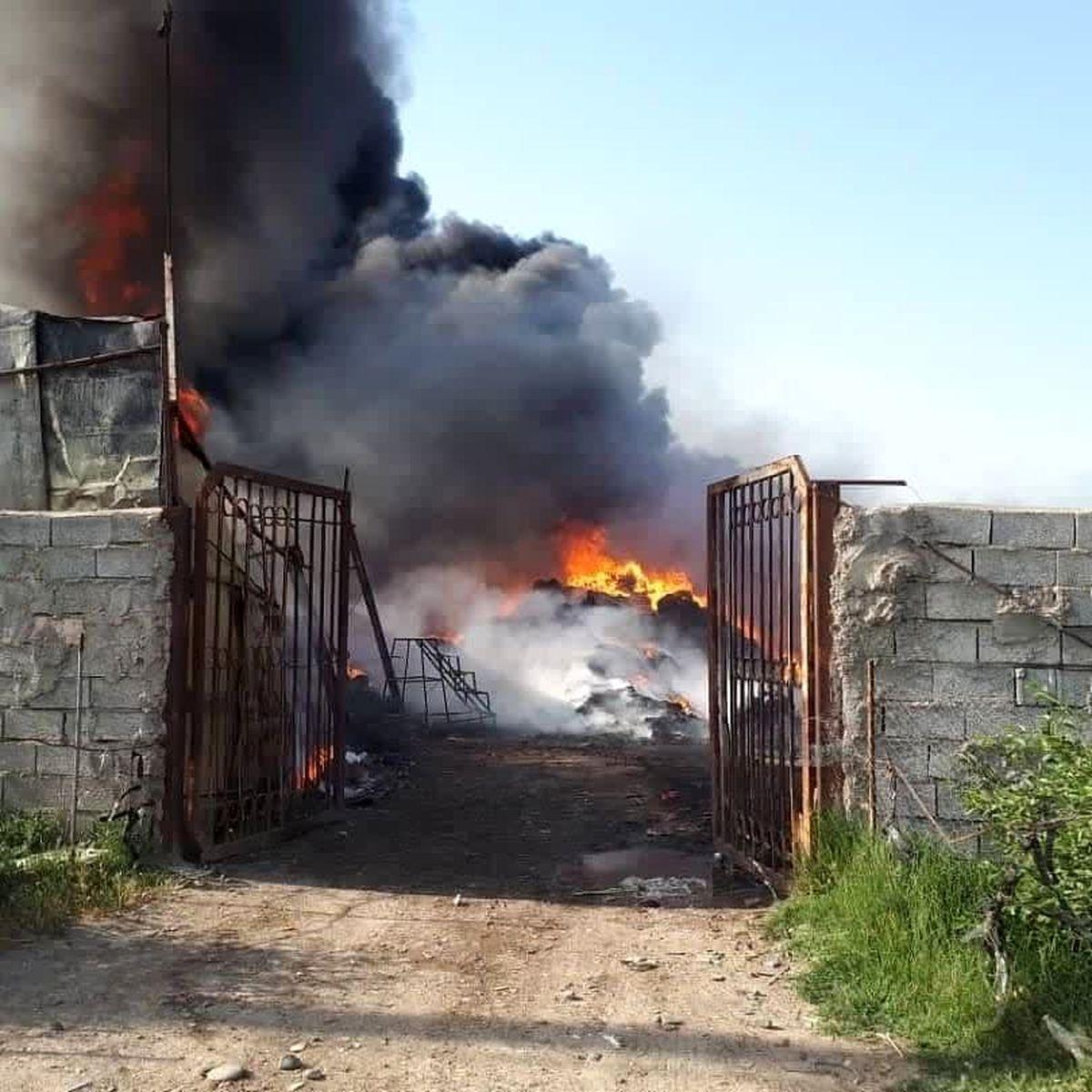 مهار آتش سوزی در کارگاه جعبه سازی پارس آباد