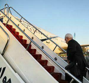 ظریف تهران را به مقصد آذربایجان ترک کرد