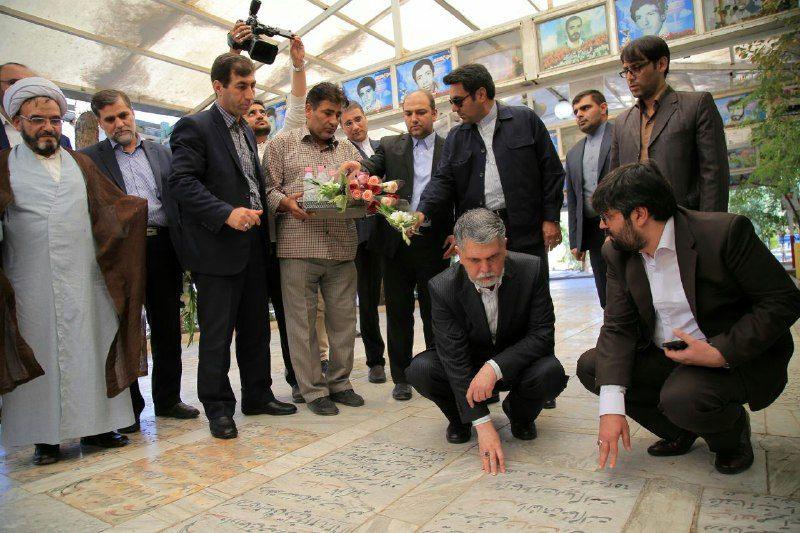 وزیر ارشاد به مقام شامخ شهدای قم ادای احترام کرد