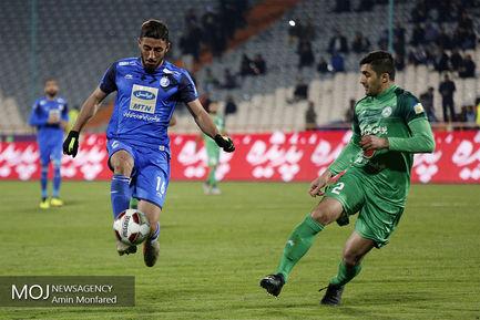 دیدار تیم های فوتبال استقلال تهران و ذوب آهن اصفهان