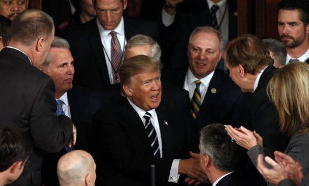 ترامپ برای برگزاری نشست با سران سنا و کنگره تلاش می کند