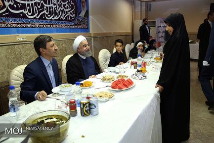 ضیافت افطار رییس جمهور با مددجویان کمیته امداد و بهزیستی