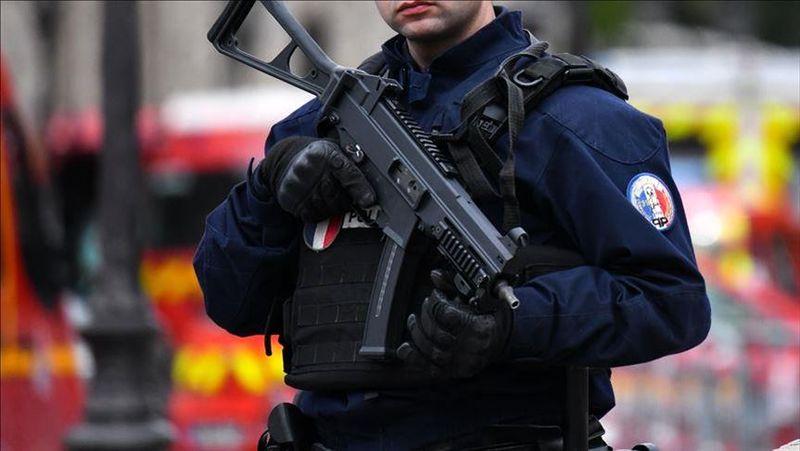 پلیس فرانسه از بازداشت 7 مظنون به اقدامات تروریستی خبر داد